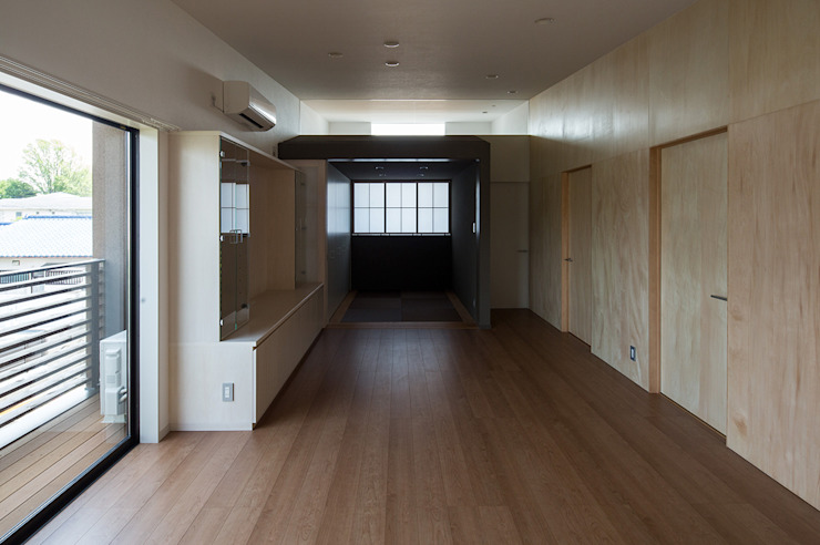 箕面桜井の二世帯住宅 モダンデザインの リビング の ウメダタケヒロ建築設計事務所 モダン