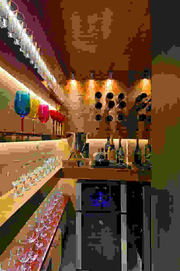 Ruang Penyimpanan Wine/Anggur Modern Oleh Mariana Borges e Thaysa Godoy Modern
