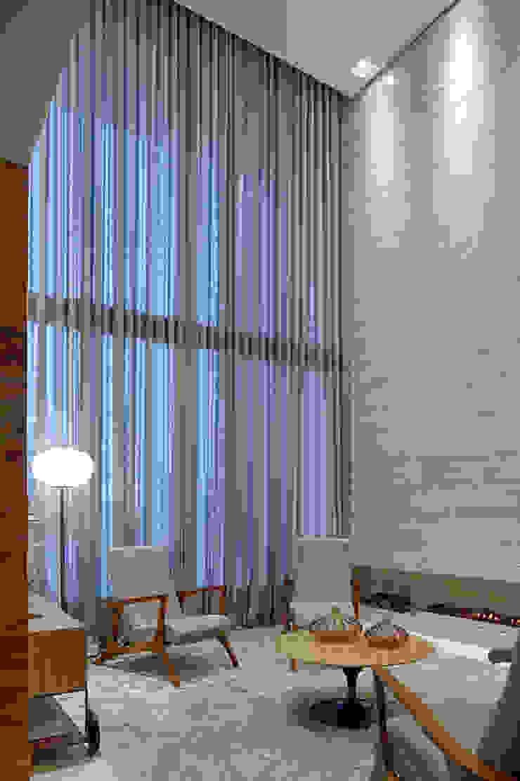 Salada lareira Salas de estar modernas por Mariana Borges e Thaysa Godoy Moderno