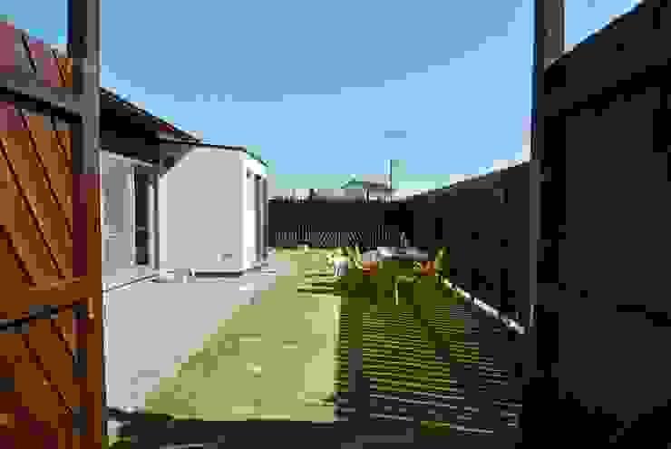 ドンコロの家 モダンな庭 の シキナミカズヤ建築研究所 モダン