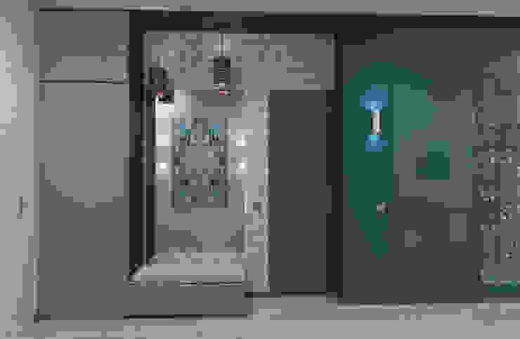 Загородный дом в современном стиле Коридор, прихожая и лестница в модерн стиле от Настасья Евглевская Модерн