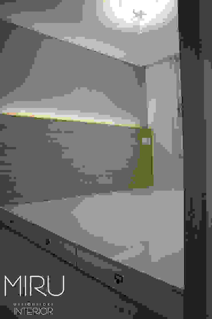 트랜디한 아파트 인테리어(침실,서재방) 모던스타일 침실 by 미루디자인 모던