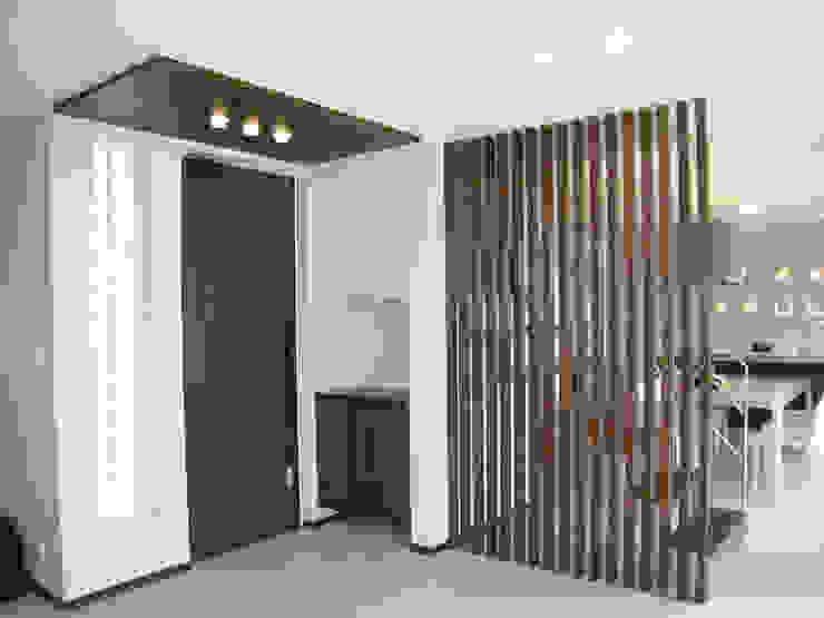 T project モダンスタイルの 玄関&廊下&階段 の G*FRAME design co.,ltd. モダン 木 木目調