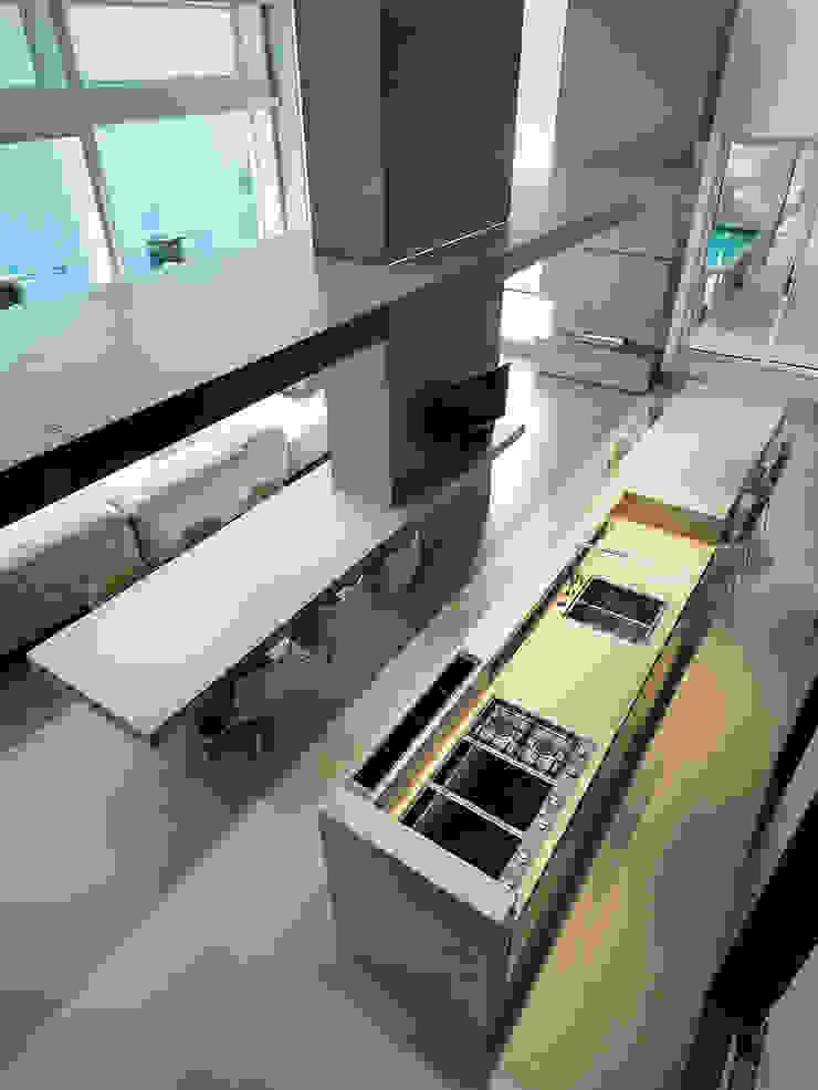 Cocinas de estilo moderno de arkham project Moderno