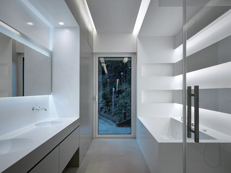 Bathroom by arkham project, Modern