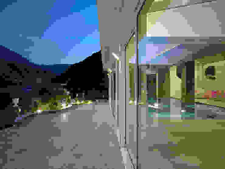 Balcones y terrazas modernos de arkham project Moderno