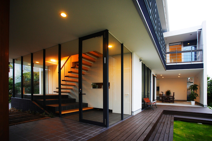 海の家Ⅰ モダンデザインの テラス の Y.Architectural Design モダン
