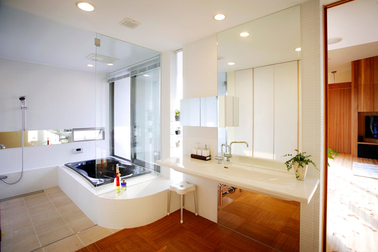 海の家Ⅰ モダンスタイルの お風呂 の Y.Architectural Design モダン