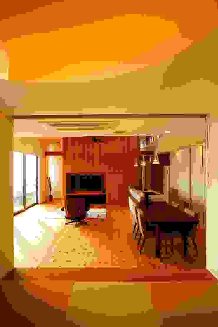 海の家Ⅰ モダンデザインの リビング の Y.Architectural Design モダン