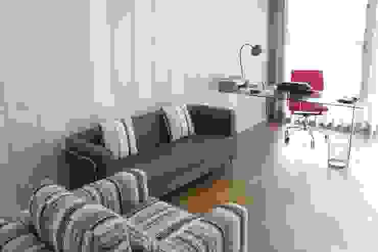 escritório Escritórios modernos por Getin - Architecture and Interior design Moderno