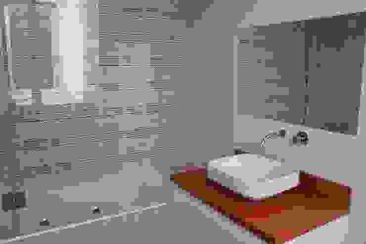 casa de banho . crianças Casas de banho modernas por Getin - Architecture and Interior design Moderno