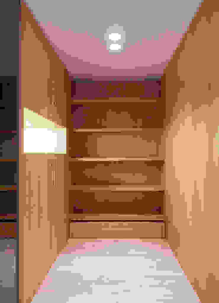 AM Flat Closets modernos por EMF arquitetura Moderno