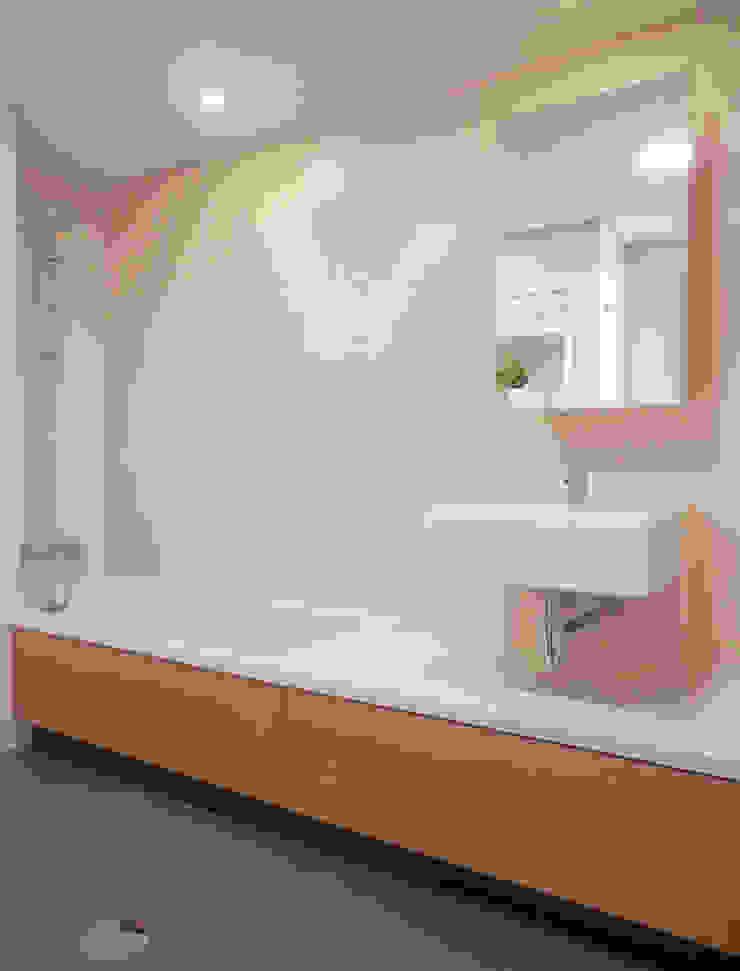 AM Flat Casas de banho modernas por EMF arquitetura Moderno
