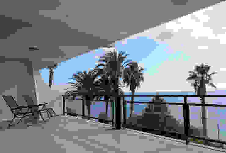 AM Flat Varandas, marquises e terraços modernos por EMF arquitetura Moderno