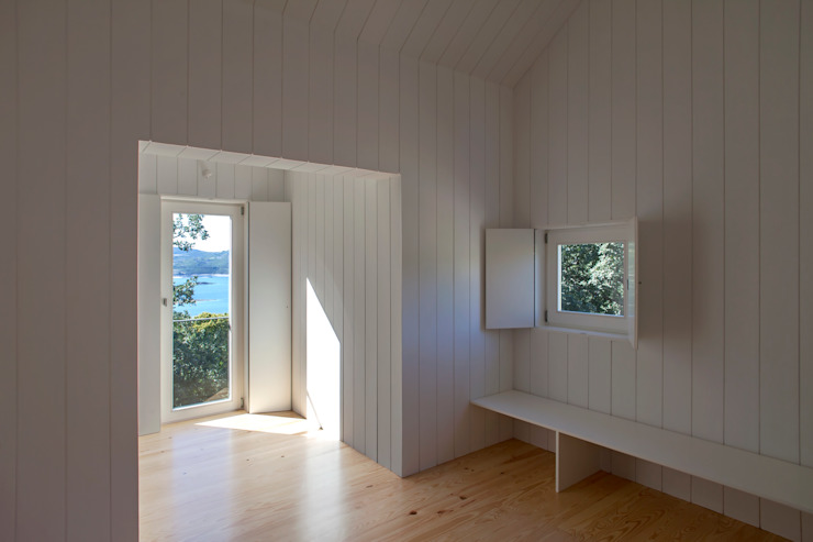 Moinhos da Corga : Salas de estar  por Escritorio de arquitetos,