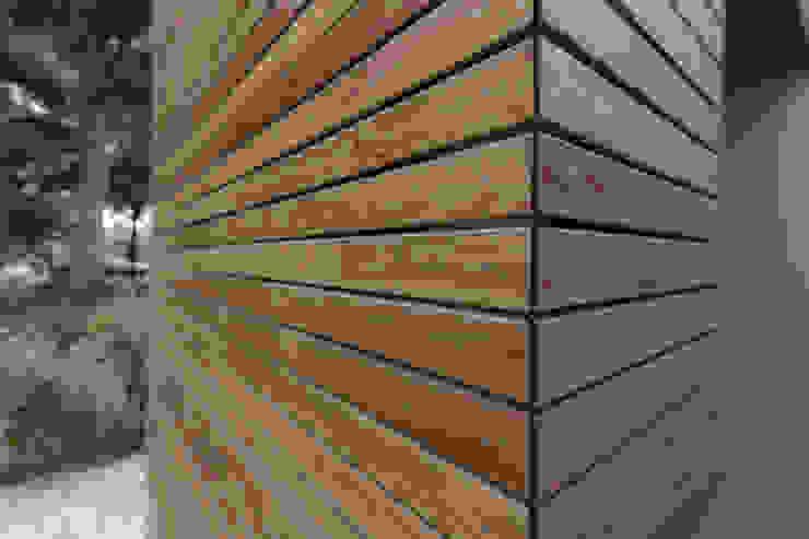 Hoekdetail houten gevel: modern  door Superdutch, Modern Hout Hout
