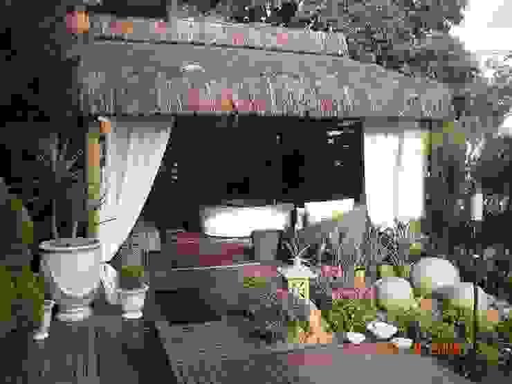 Rustic style balcony, veranda & terrace by Cristiane Locatelli Arquitetos & Associados Rustic
