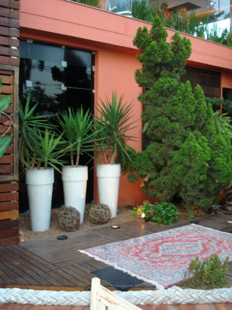 Rustykalny balkon, taras i weranda od Cristiane Locatelli Arquitetos & Associados Rustykalny