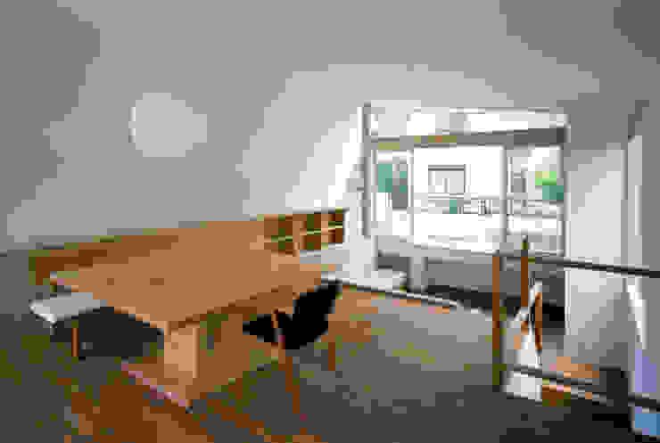 Modern living room by 向山建築設計事務所 Modern