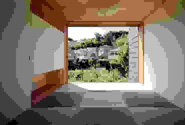 向原の家 クラシカルな 壁&床 の 向山建築設計事務所 クラシック サイザル/麦 青色