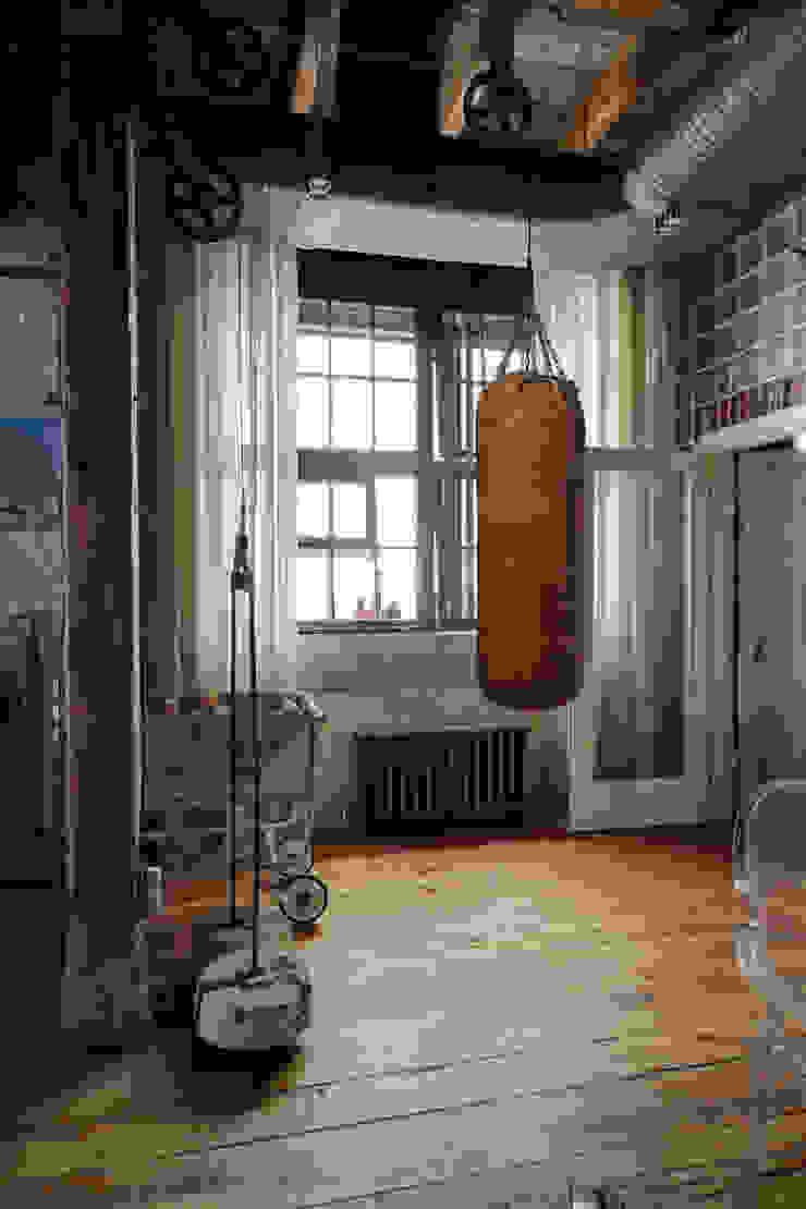 Lev Lugovskoy Ruang Olahraga Gaya Industrial