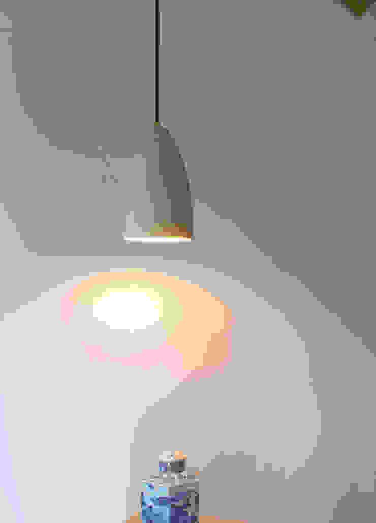 Studio OPEN DESIGN Living roomLighting Parket Beige