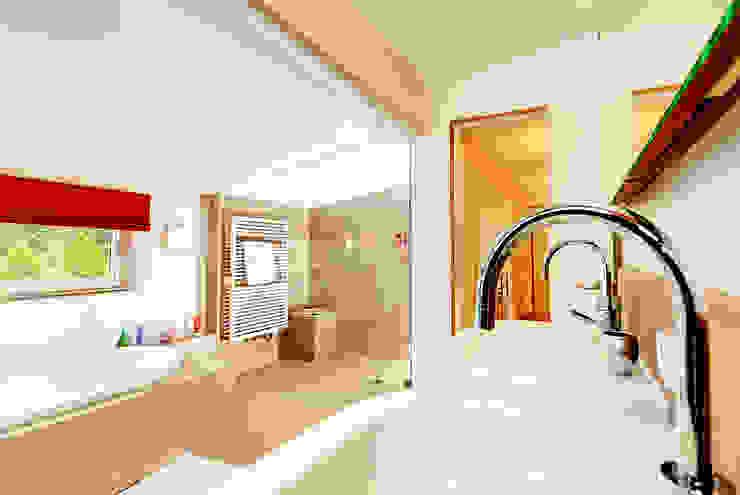 Doppel(t)haus in Gräfelfing Moderne Badezimmer von Architekturbüro Schaub Modern