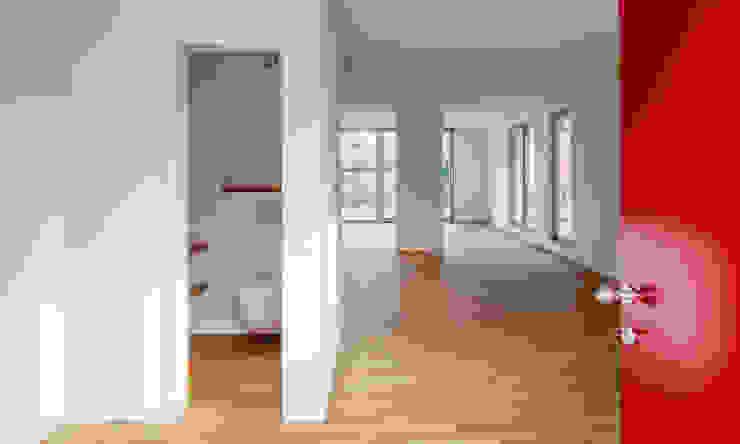 Gerokstraße Moderner Flur, Diele & Treppenhaus von MuG Architekten Modern Holz Holznachbildung
