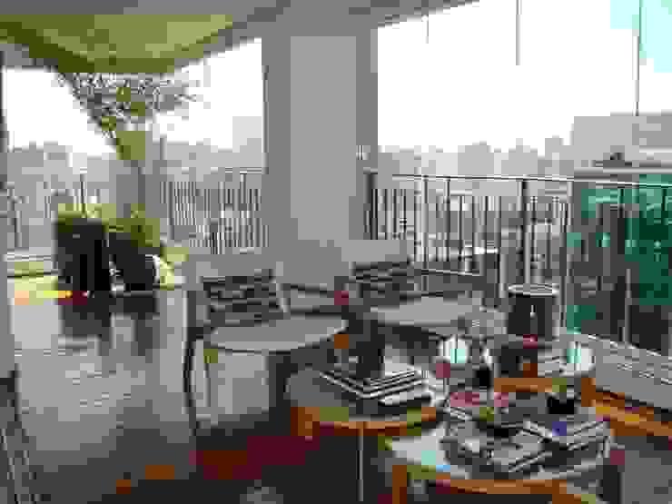 Modern terrace by Luli Hamburger Arquitetura Modern