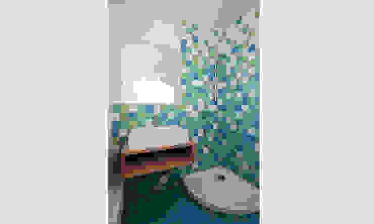 MuG Architekten Modern bathroom Ceramic