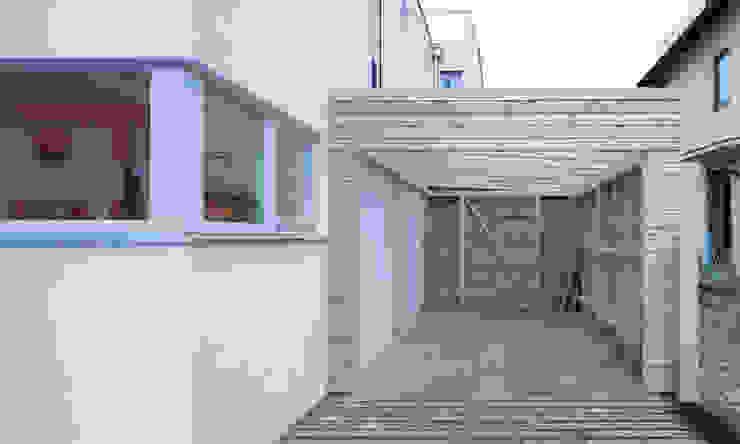 MuG Architekten Modern garage/shed