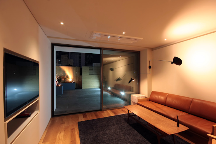 mom's house: 건축사사무소 moldproject의  거실,모던 대리석