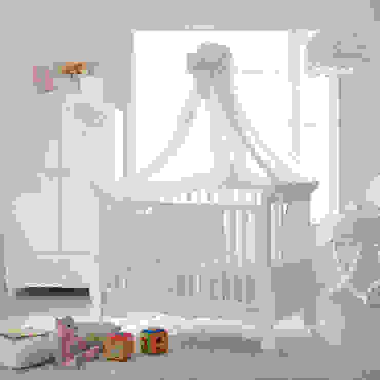 'Prestige Alexandra' Luxury baby cot/sofa by Pali: modern  by My Italian Living, Modern Wood Wood effect