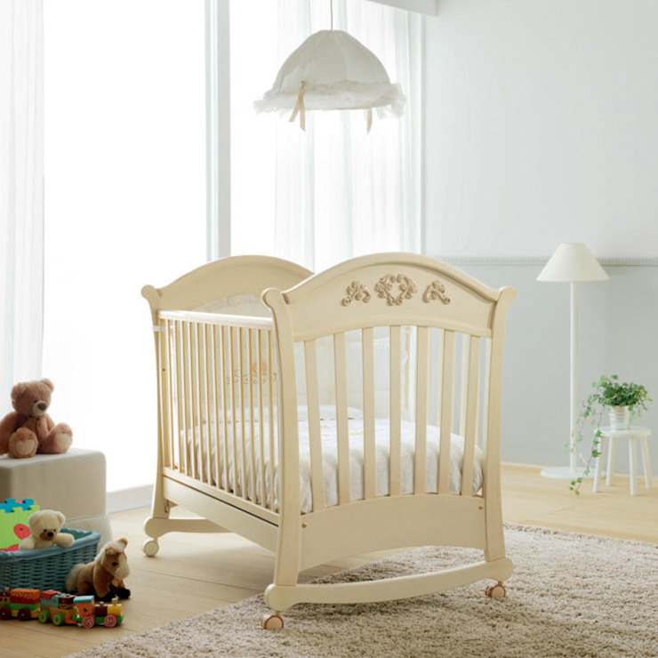 'Rose' Classic Antique Ivory baby cot by Pali: modern  by My Italian Living, Modern Wood Wood effect