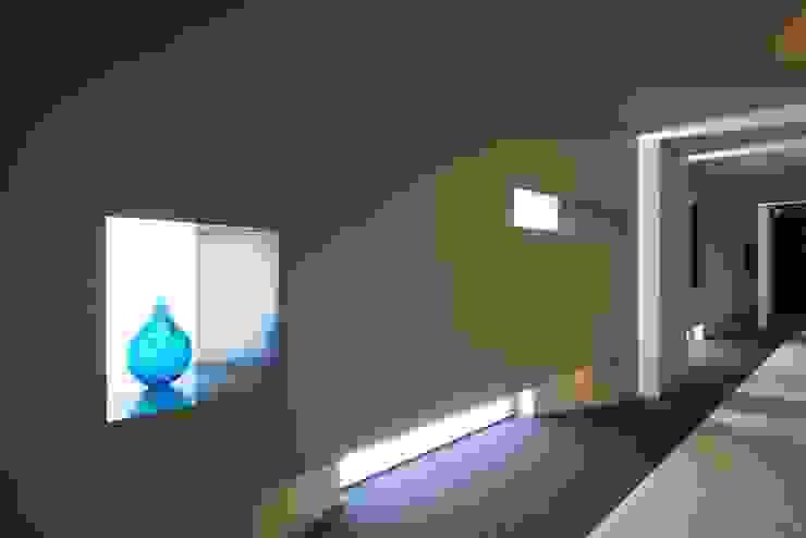 内部廊下 モダンスタイルの 玄関&廊下&階段 の 株式会社 日建ハウジングシステム モダン 紙