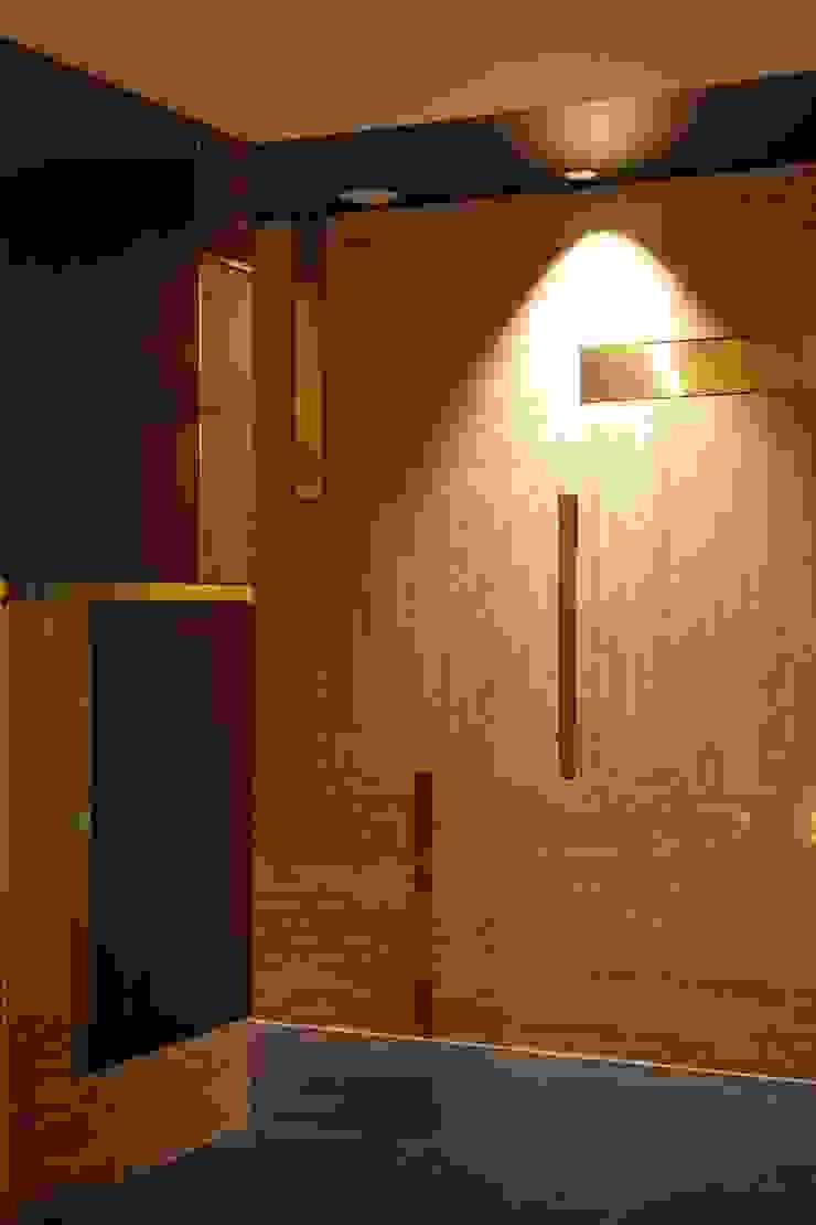 エントランス壁面構成 モダンな 壁&床 の 株式会社 日建ハウジングシステム モダン 銅/ブロンズ/真鍮