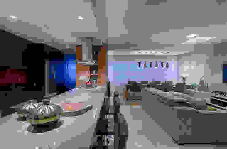 Cozinha Gourmet integrada a sala de estar Mariana Borges e Thaysa Godoy Cozinhas modernas
