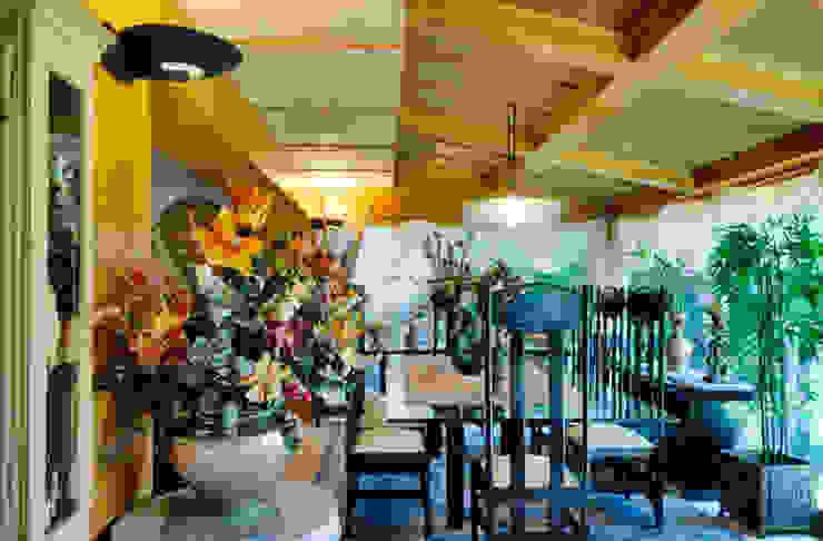 Salas de jantar asiáticas por Excelencia en Diseño Asiático Madeira Acabamento em madeira