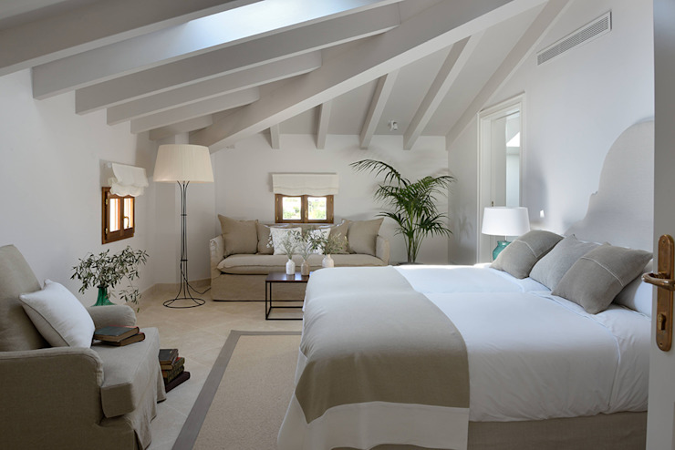 HOTEL CAL REIET – THE MAIN HOUSE Mediterranean style bedroom by Bloomint design Mediterranean