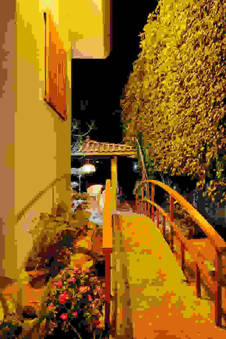 el puente Excelencia en Diseño Jardines de estilo asiático Derivados de madera Naranja