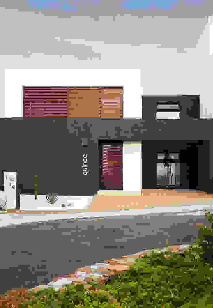 FACHADA PRINCIPAL Casas de estilo minimalista de Región 4 Arquitectura Minimalista