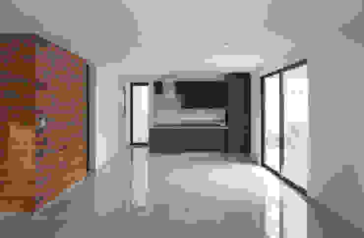 Minimalist kitchen by Región 4 Arquitectura Minimalist