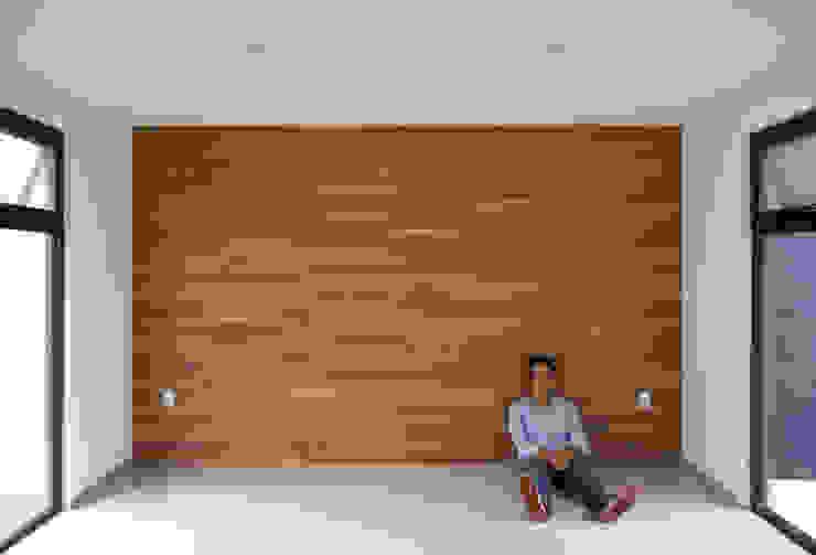 FONDO DE MADERA Livings de estilo minimalista de Región 4 Arquitectura Minimalista