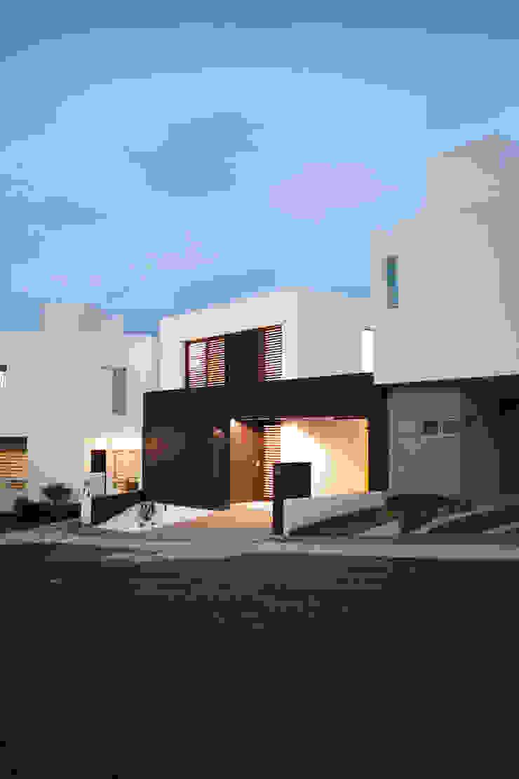 DE NOCHE Casas de estilo minimalista de Región 4 Arquitectura Minimalista