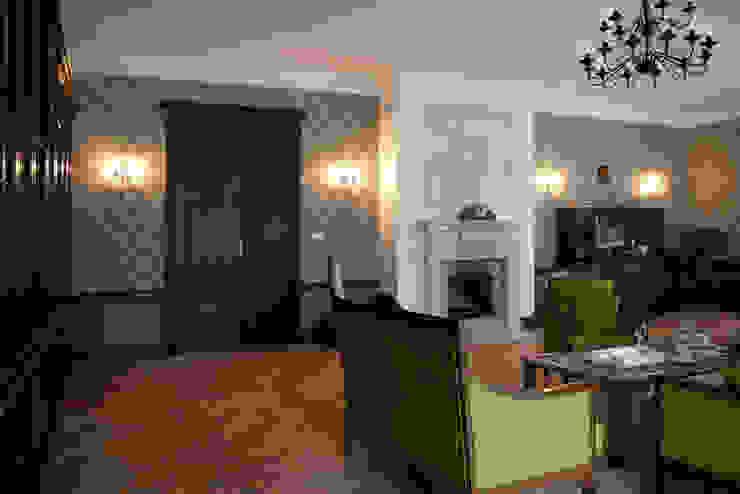 Projekt wnętrz dworu Klasyczny salon od Projektant wnętrz Michał Hoffmann Klasyczny Drewno O efekcie drewna