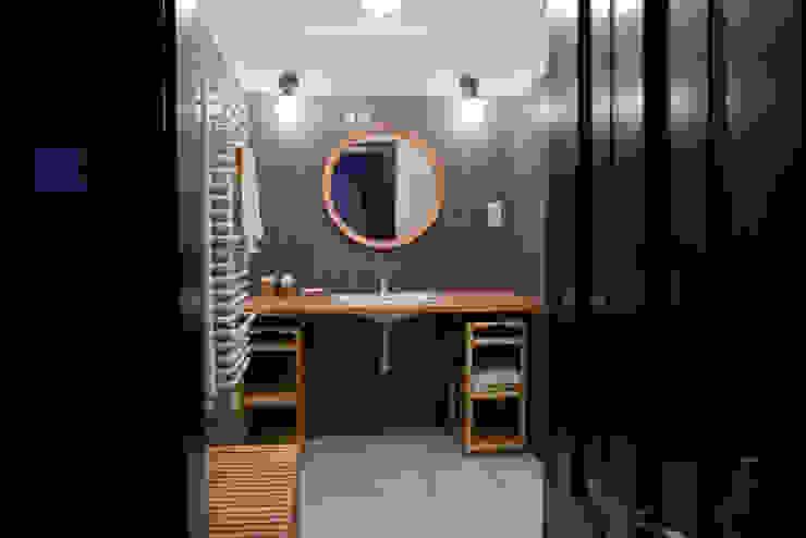 Projekt wnętrz dworu Klasyczna łazienka od Projektant wnętrz Michał Hoffmann Klasyczny Ceramika
