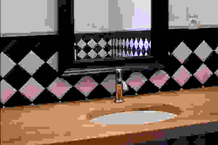 Projekt wnętrz dworu Klasyczna łazienka od Projektant wnętrz Michał Hoffmann Klasyczny Drewno O efekcie drewna