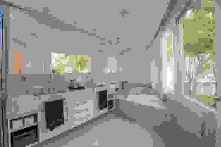 Casa Swiss Juliana Stefanelli Arquitetura e Design Banheiros modernos