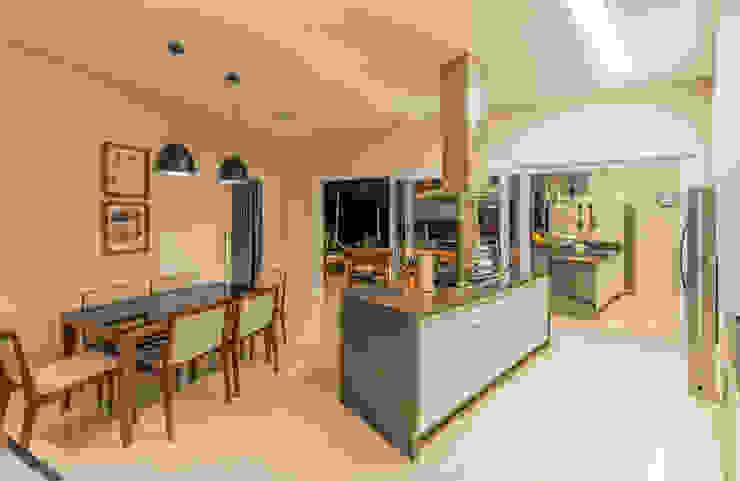 Modern Kitchen by Juliana Stefanelli Arquitetura e Design Modern