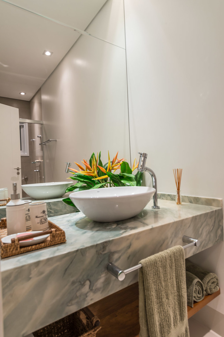 Modern Bathroom by Juliana Stefanelli Arquitetura e Design Modern